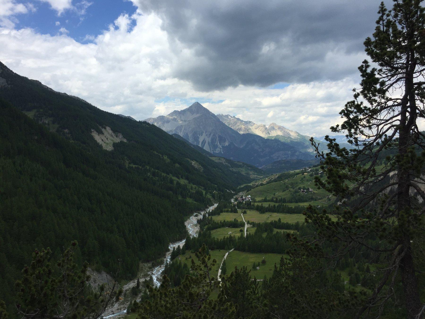 Panorama dalla vetta con lo Chaberton sullo sfondo