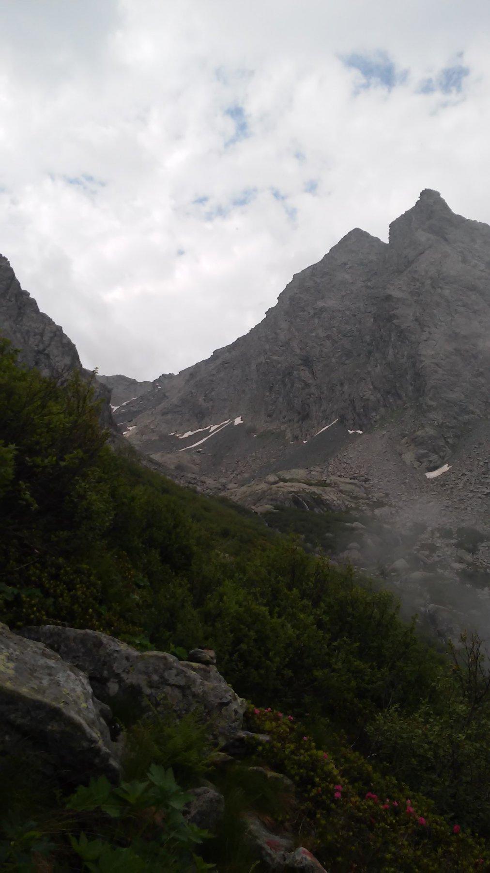 l'imbocco del vallone Muia', dominato da Punta Nonnetta mt.2605 e dietro Punta Nonna mt.2654