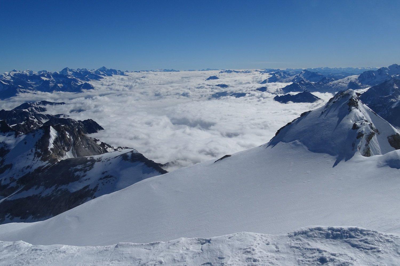 le nebbie sul fondovalle con la Pointe Burnaby a destra