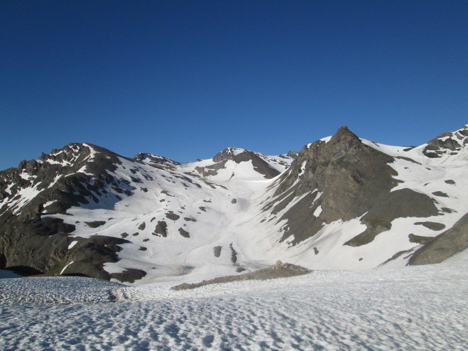 l'itinerario visto dal colletto sotto la Tretetes...la cima è ancora lontana