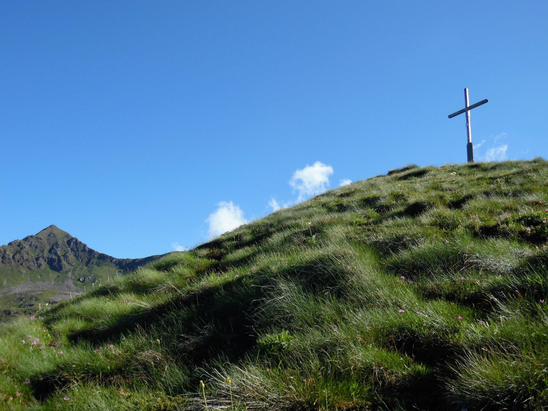 Croce del Montebello. Dietro il Monte Toro.