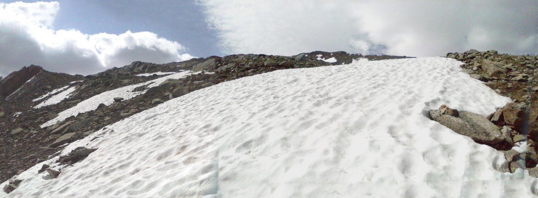 ancora un paio di grossi nevai prima del ghiacciaio  ,volendo evitabili...