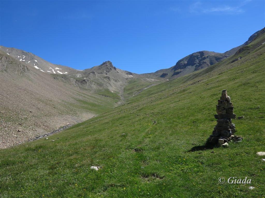 La testata del vallone di discesa e il Col de la Pare