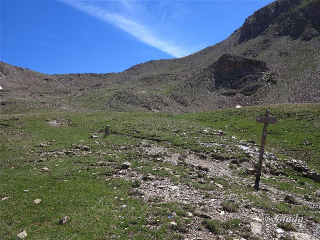 Intersecazione col GR 6 e Col de la Pare sul fondo