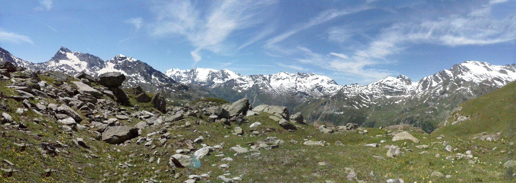 sosta pranzo con grandioso panorama dal Ruitor  (a destra) alla Rabouigne(a sinistra)