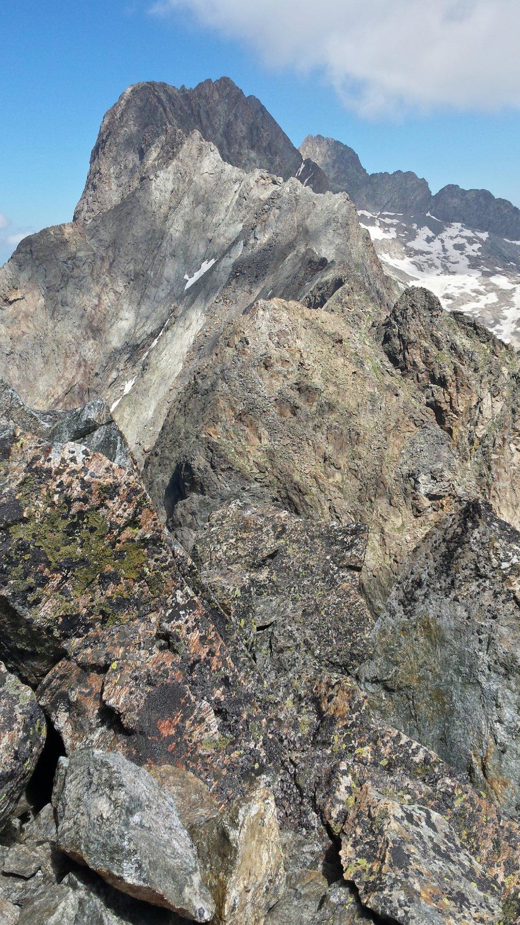 La Serra dell'Argentera e la Cima Paganini risalendo le ultime roccette che conducono alla cima.
