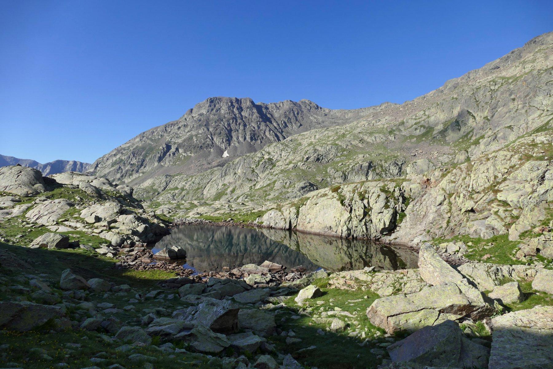 Uno dei pittoreschi laghetti del Lausfer