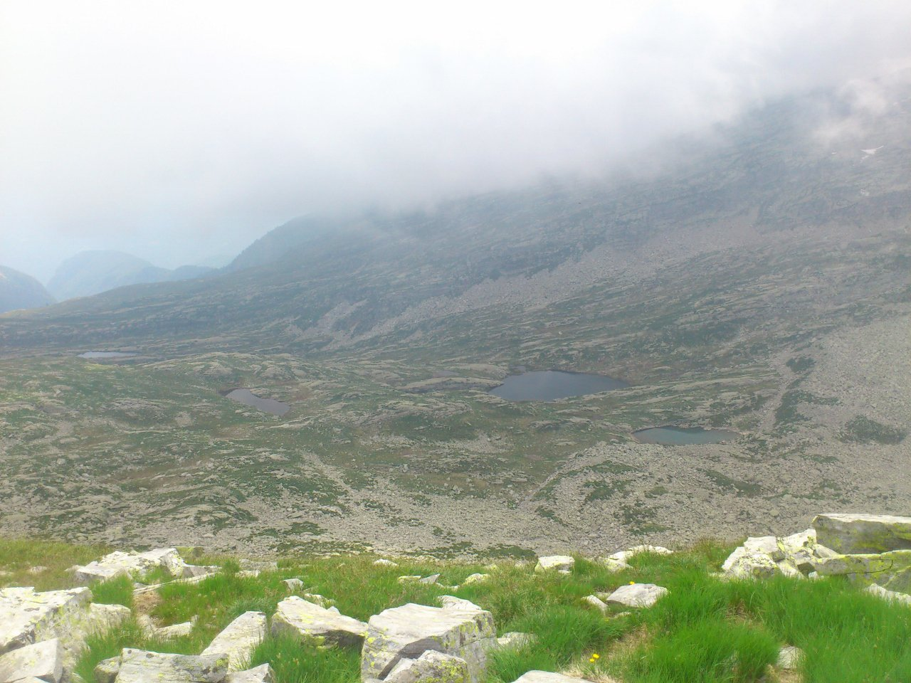 vista sui sottostanti laghi (laghetti) della Variola