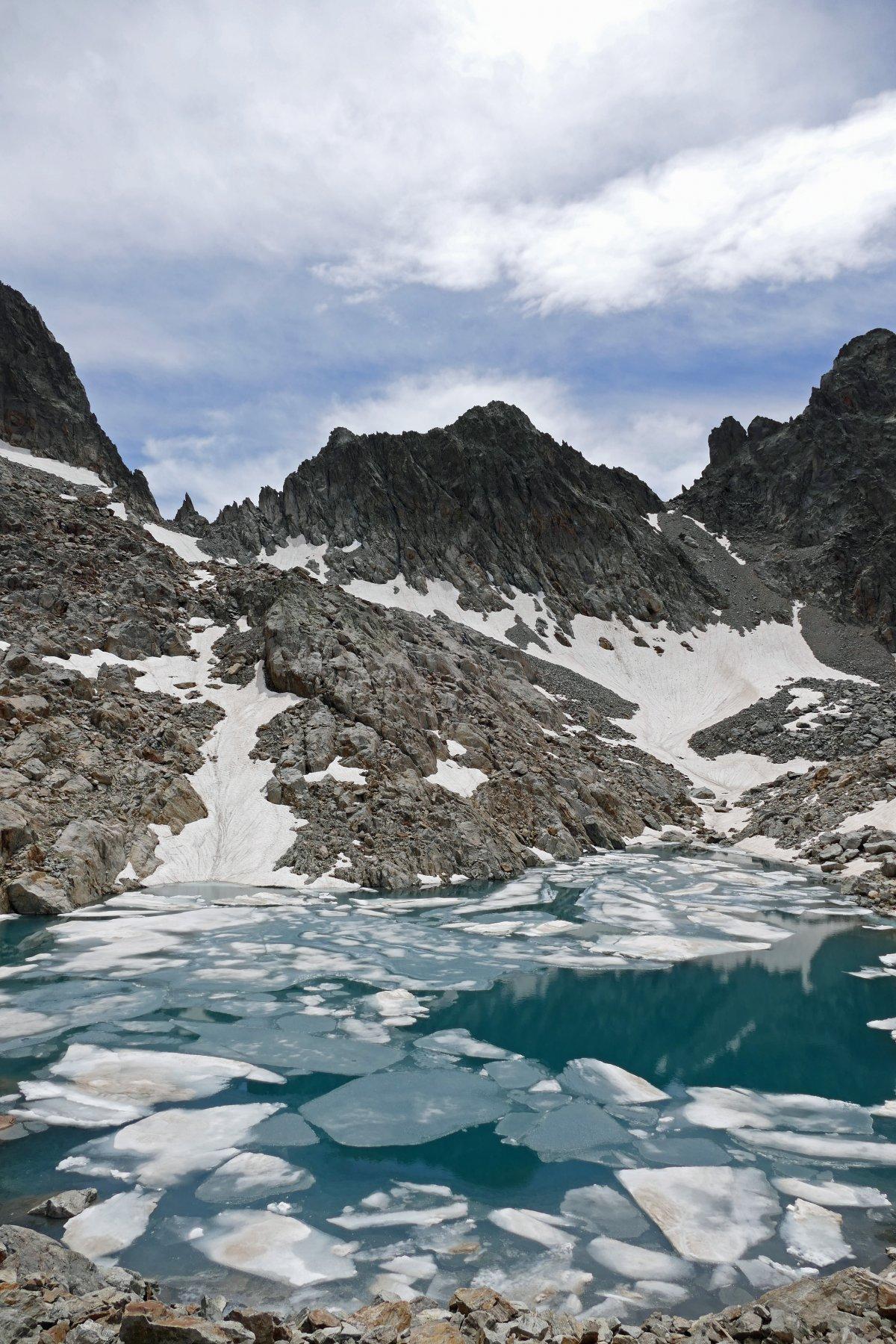 Lago di Nasta e cima omonima