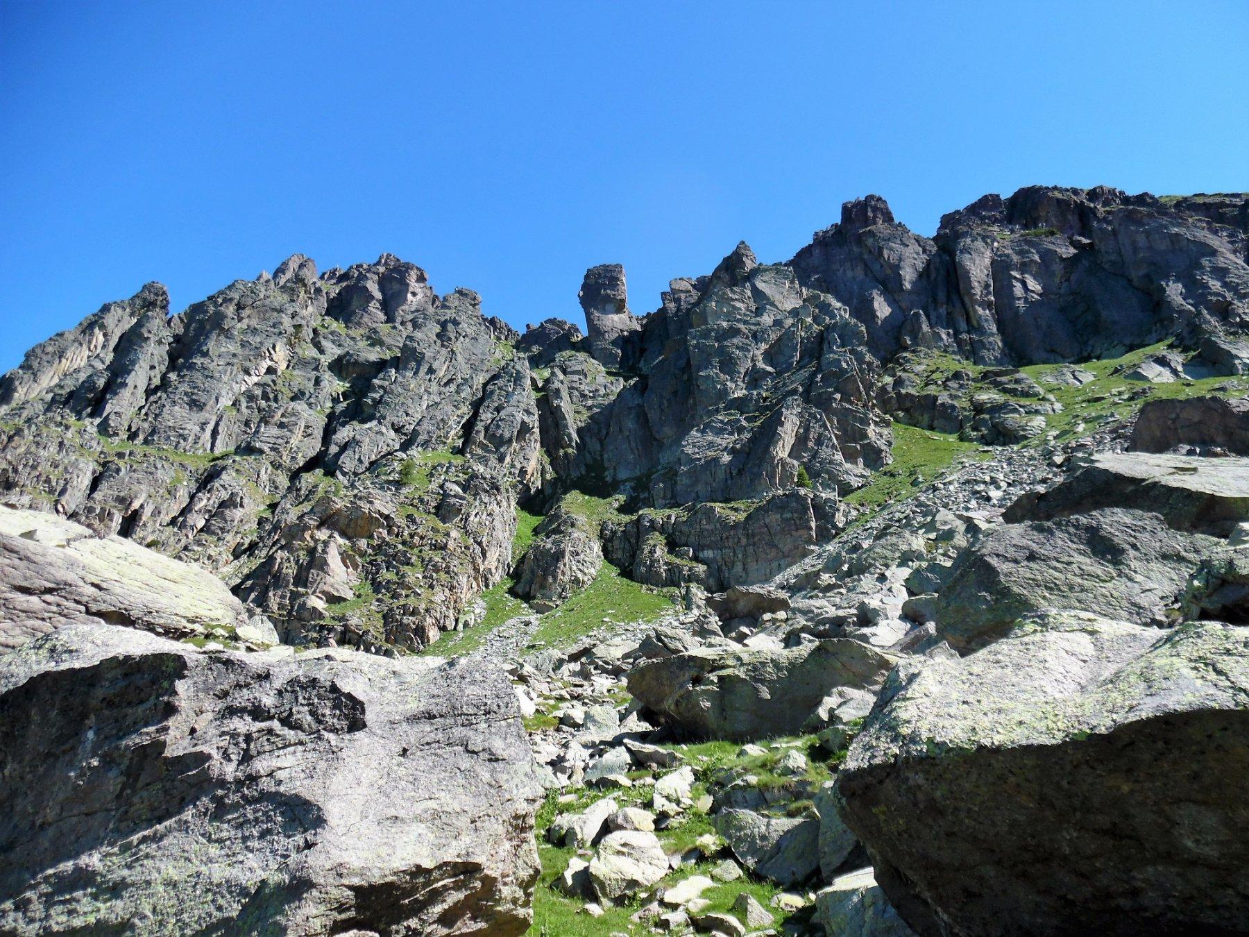 Pizzo del Becco 2503 m, torrione centrale sopra tratto attrezzato