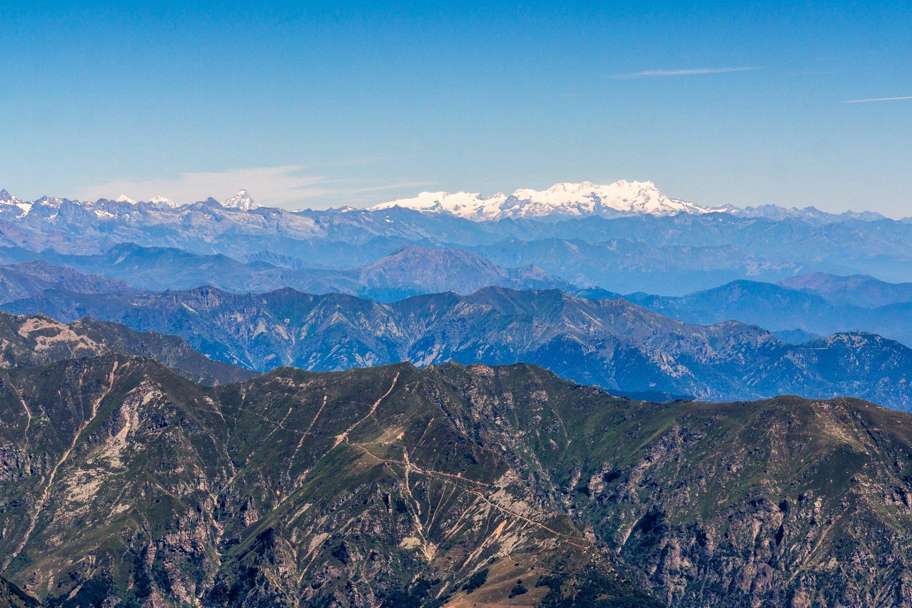 Il Cervino e il massiccio del monte Rosa dalla cima