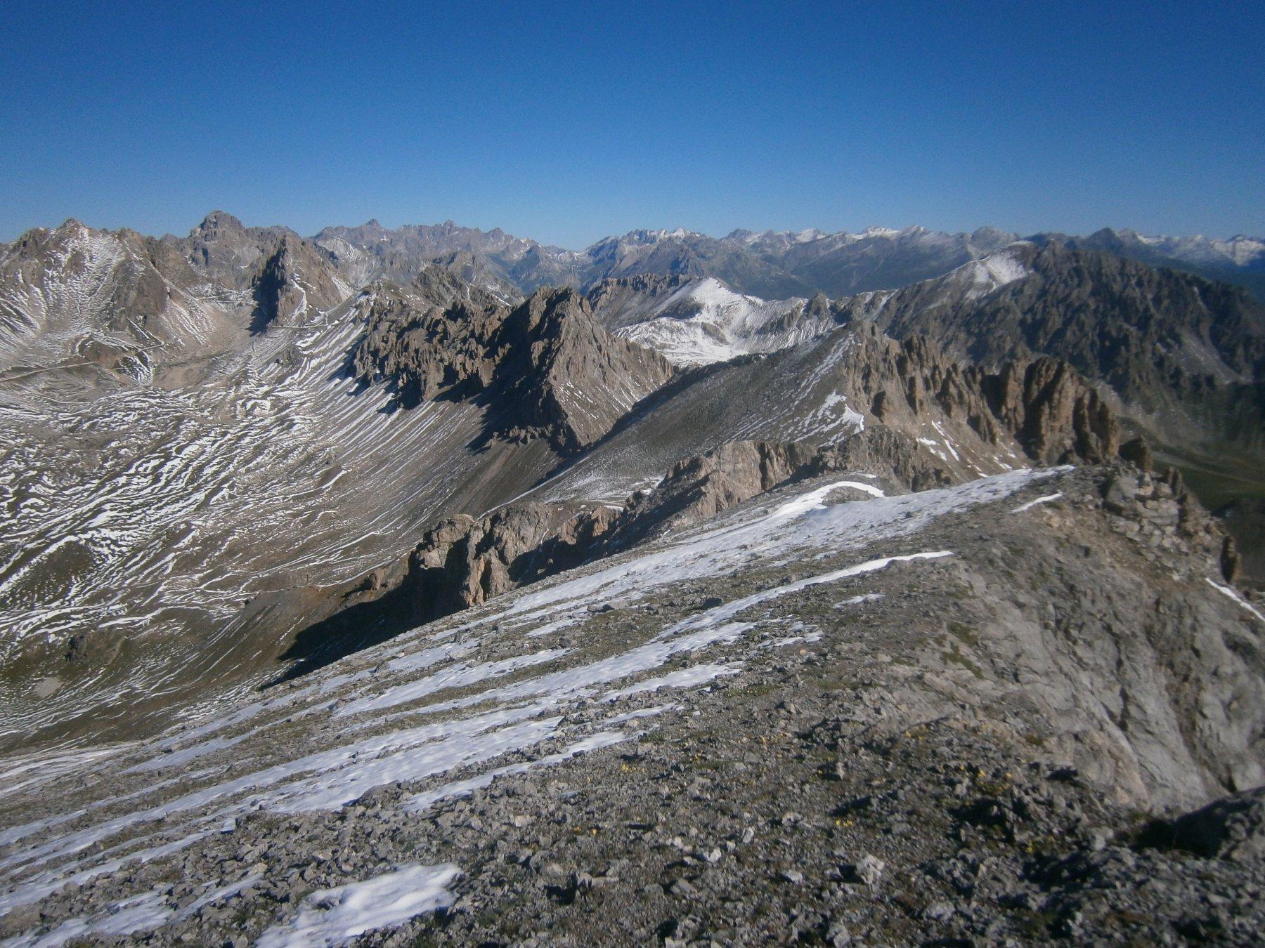 La cresta verso passo Bernoir con l'anticima 2713 m.