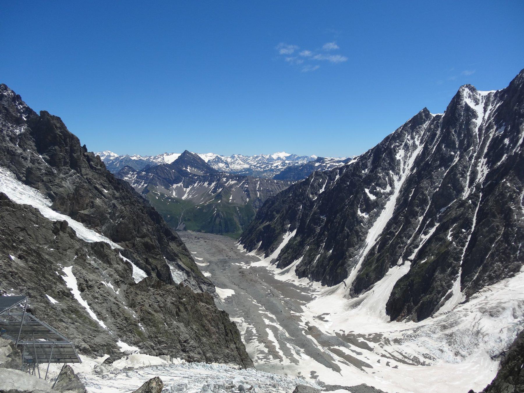 il ghiacciaio del miage dalla terrazza del rifugio