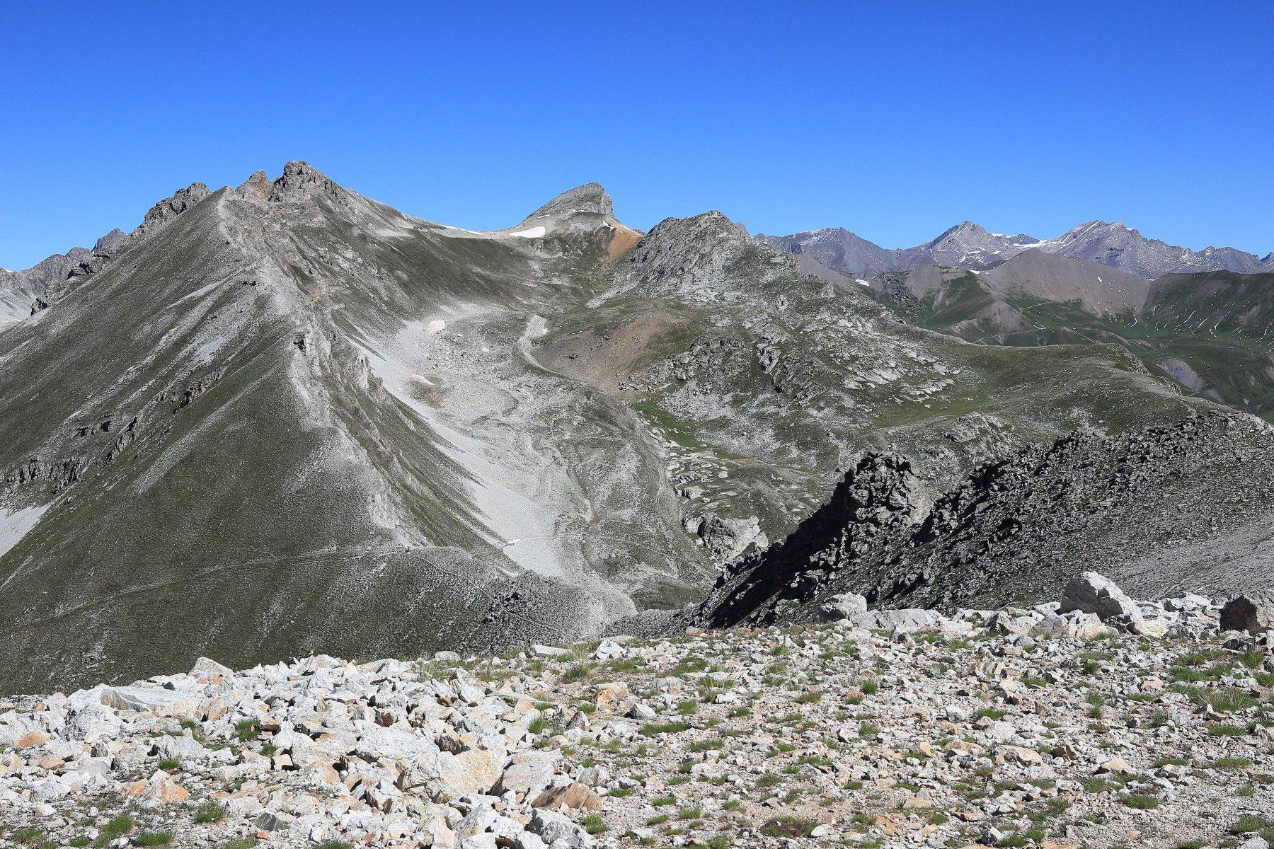 Monte Freide a sinistra e Albrage al centro visti dalla vetta