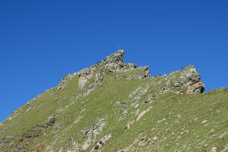 la cima con la facile cresta da percorrere