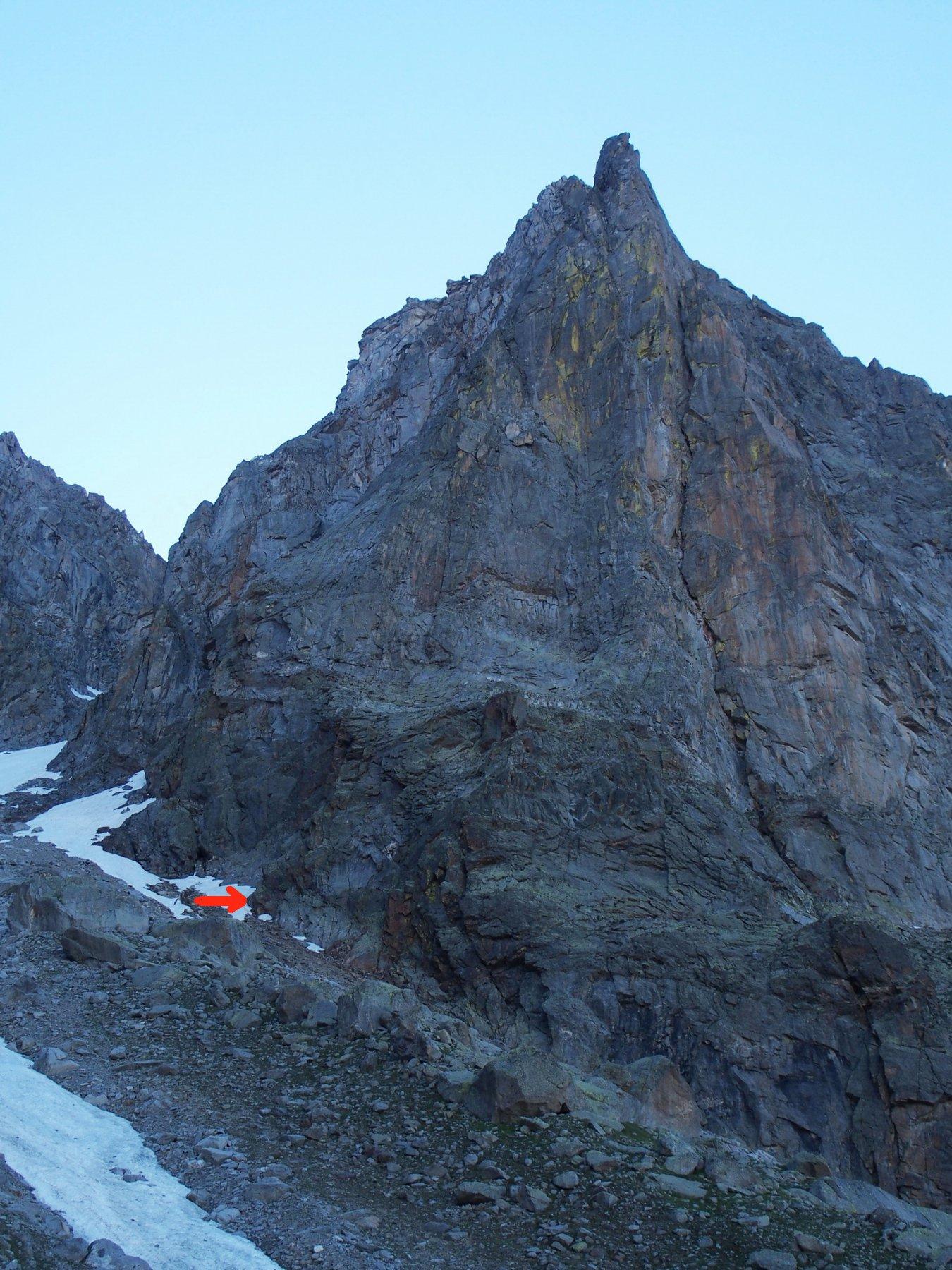 La parete Nord-Ovest del Becco di Valsoera e la posizione d'attacco della via