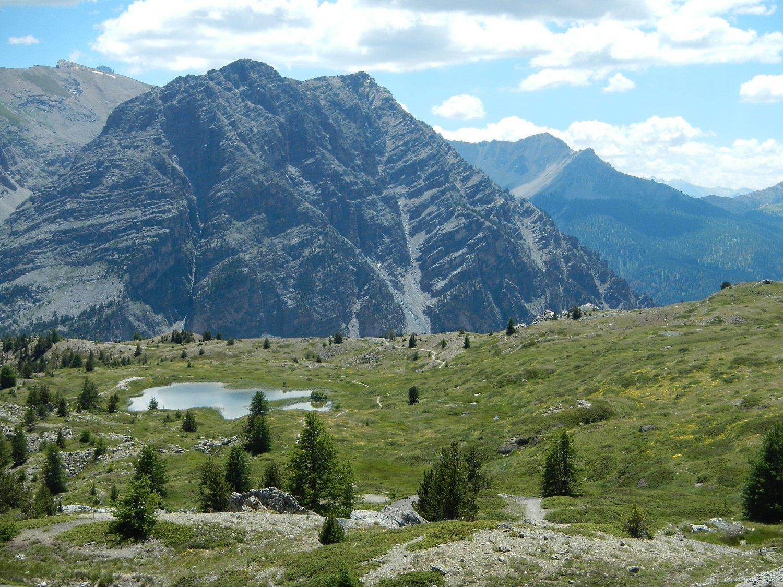 .....area alpina ricca di piccoli laghi....