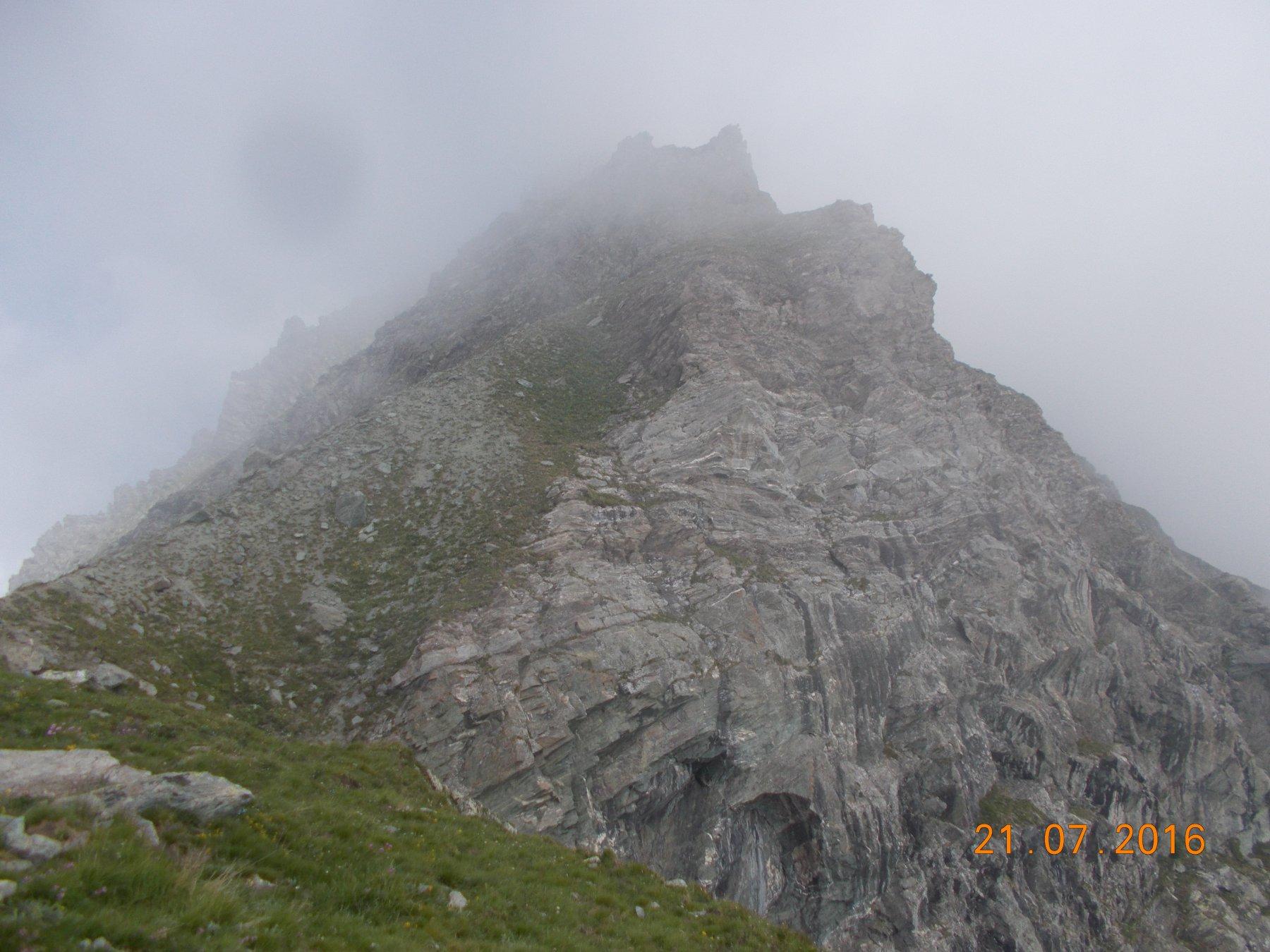 Il M. Manzol 2933m visto dall'omonimo colle sito a 2701m
