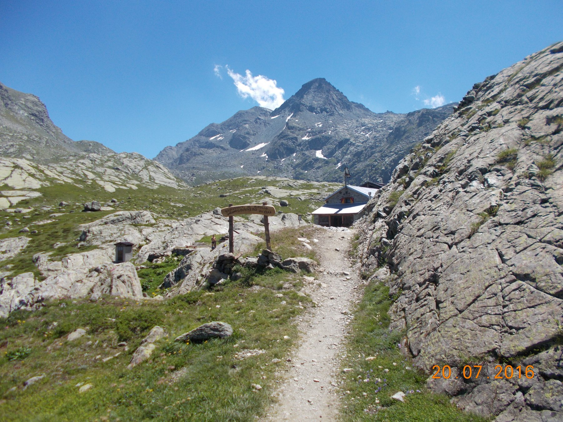 Arrivo al rifugio Granero sito a 2377m nel vallone che porta al passo Luisas.