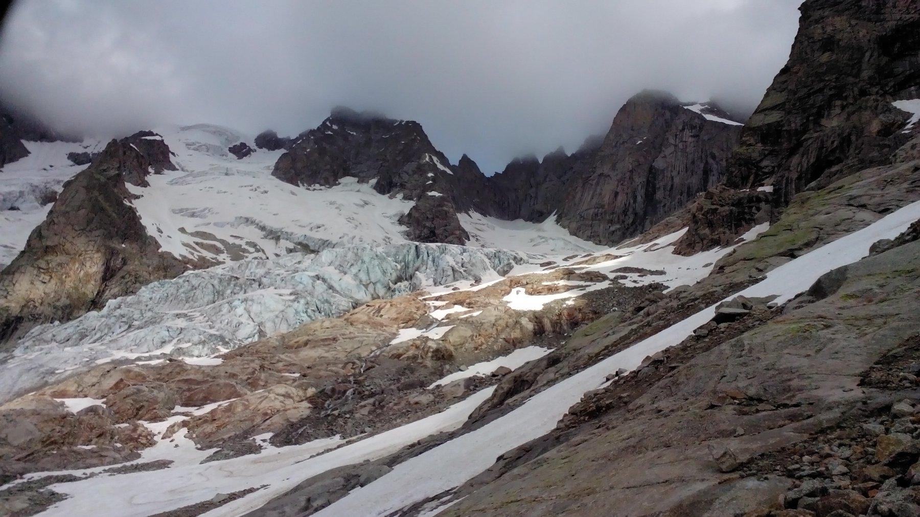 primi nevai a circa 2500 mt, poi neve continua negli ultimi 200 mt
