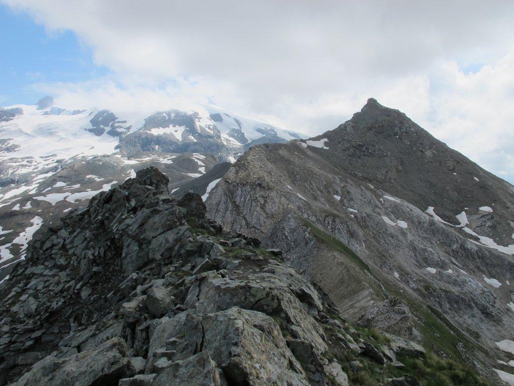 Ultimo tratto di cresta per la Motta di Pleté Orientale, sullo sfondo la Gran Sometta