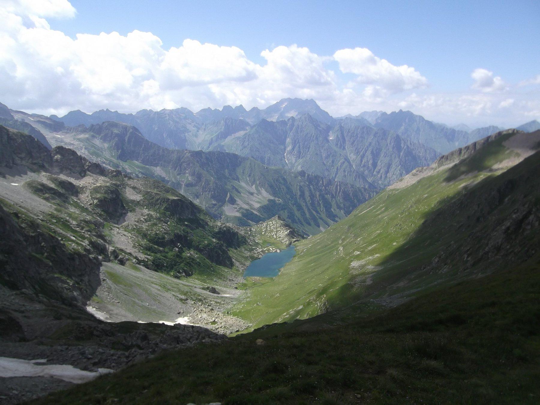 Vallone di discesa e lago dal Colle del Vei del Bouc.