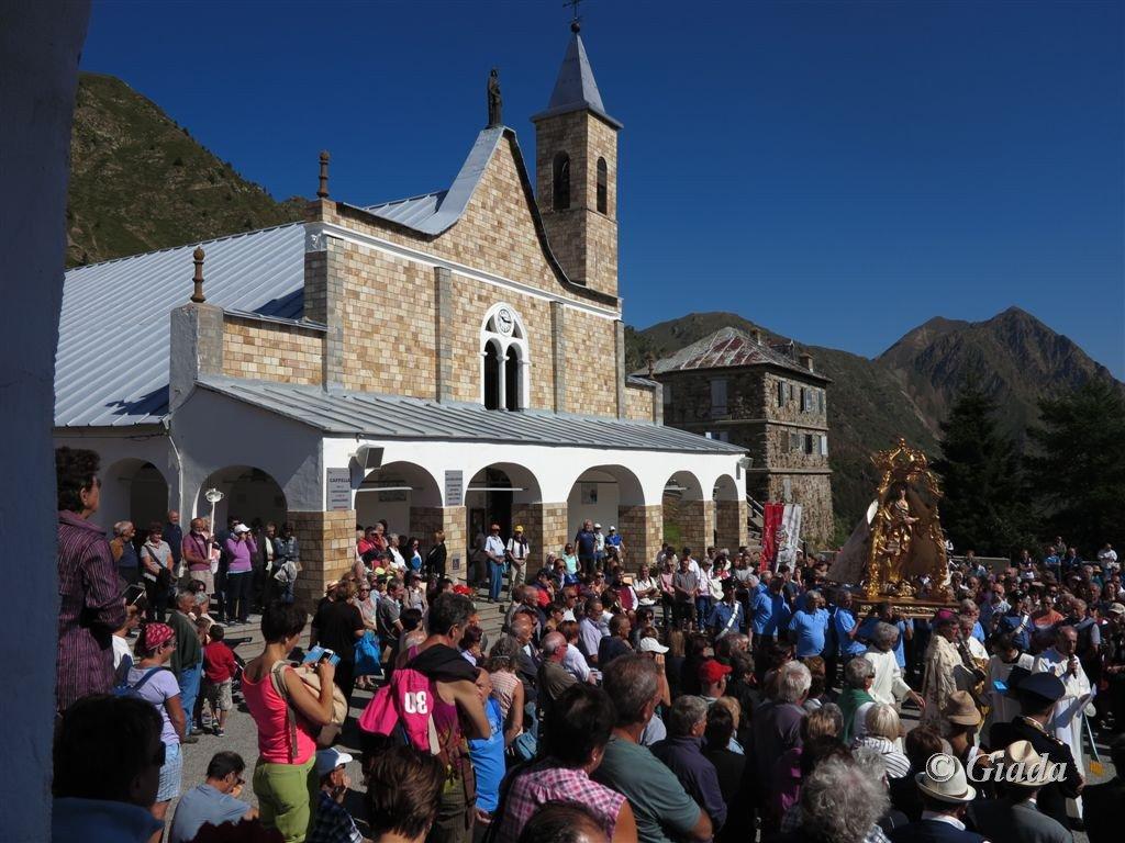 L'inizio della processione di Sant'Anna