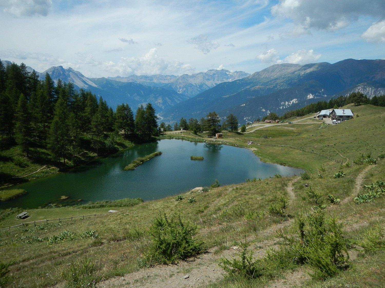 il lago e l'alpeggio Laune