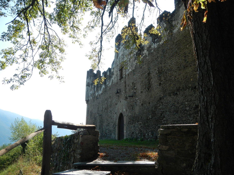 una breve deviazione per il Castello Borello XII secolo....