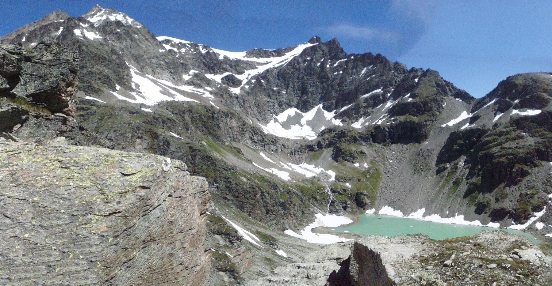 vista del lago salendo  verso il ricovero Adami...