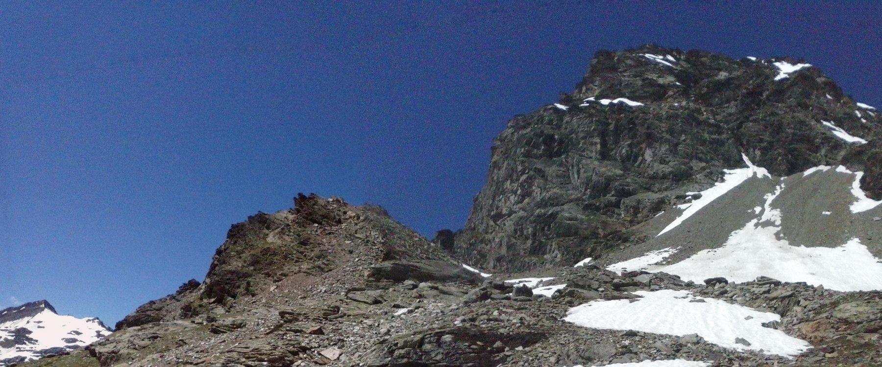 quota 2700 sotto la Becca Du Mont... a sinistra sullo sfondo l'Ormelune..