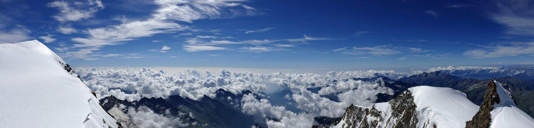 Panoramica dalla Ludwigshohe...vista che spazia dalla Parrot alla Giordani, in mezzo un mare di nubi