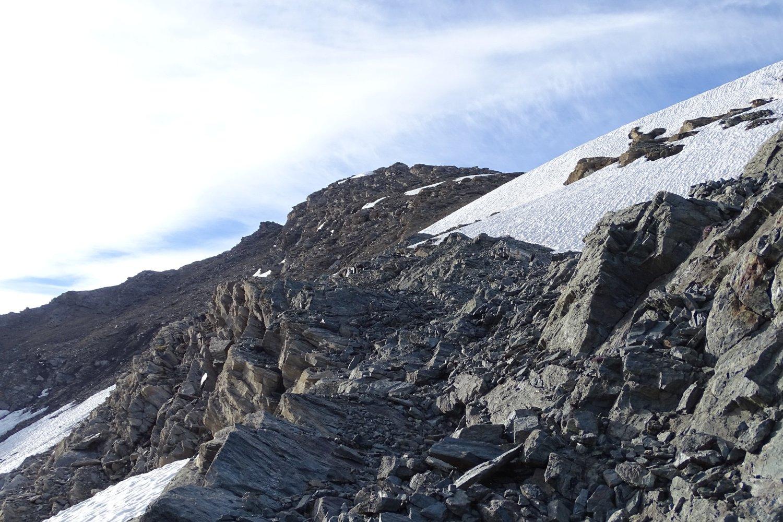 percorrendo la cengia in vista della cima