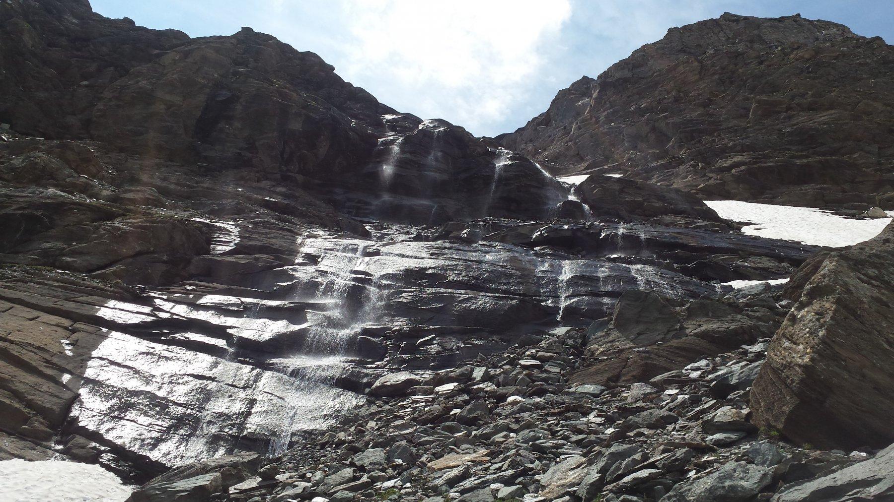 il passaggio a dx della cascata
