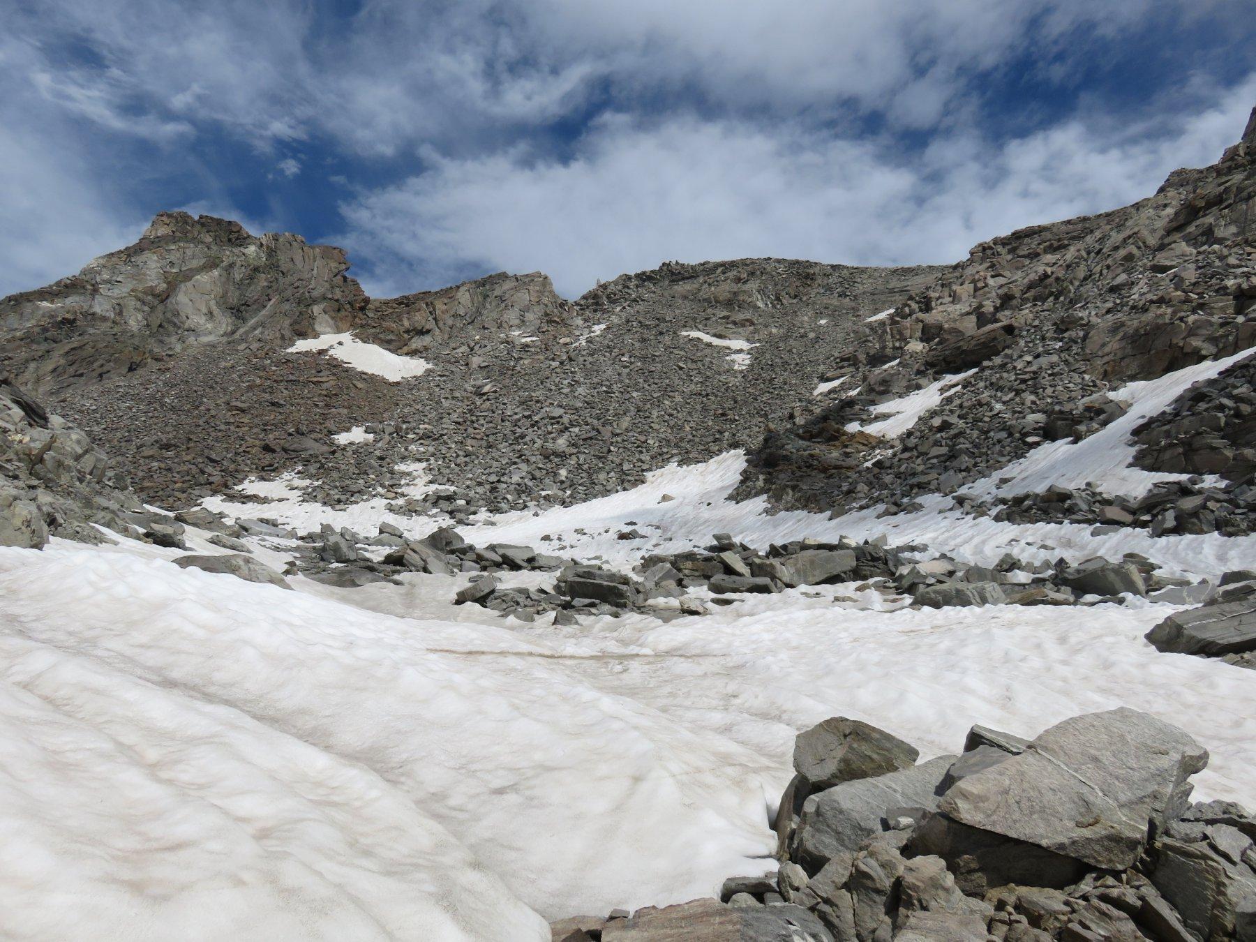 Conca nevosa sotto la vetta