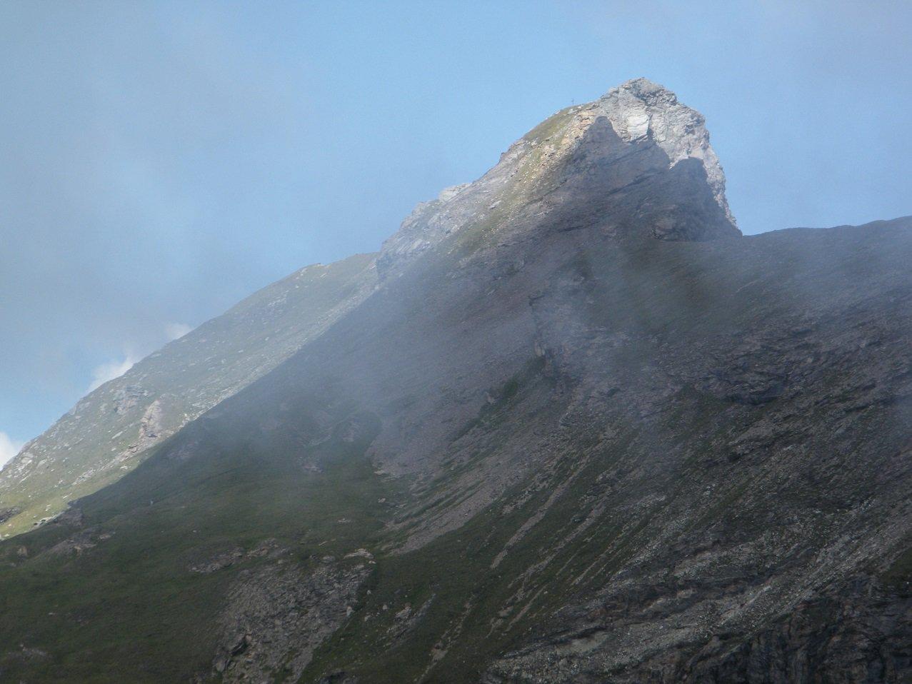 Il Corno Bussola (zoomato) visto dallo stesso punto.