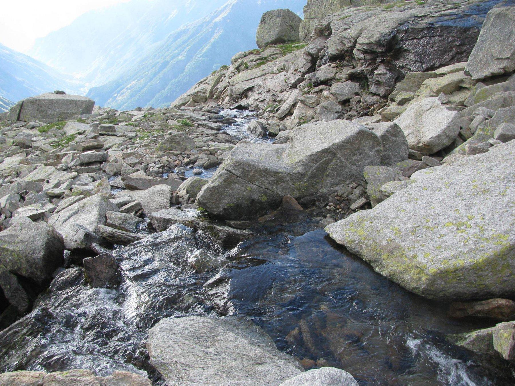 Presa del canale nel rio sotto il lago di quota 2668