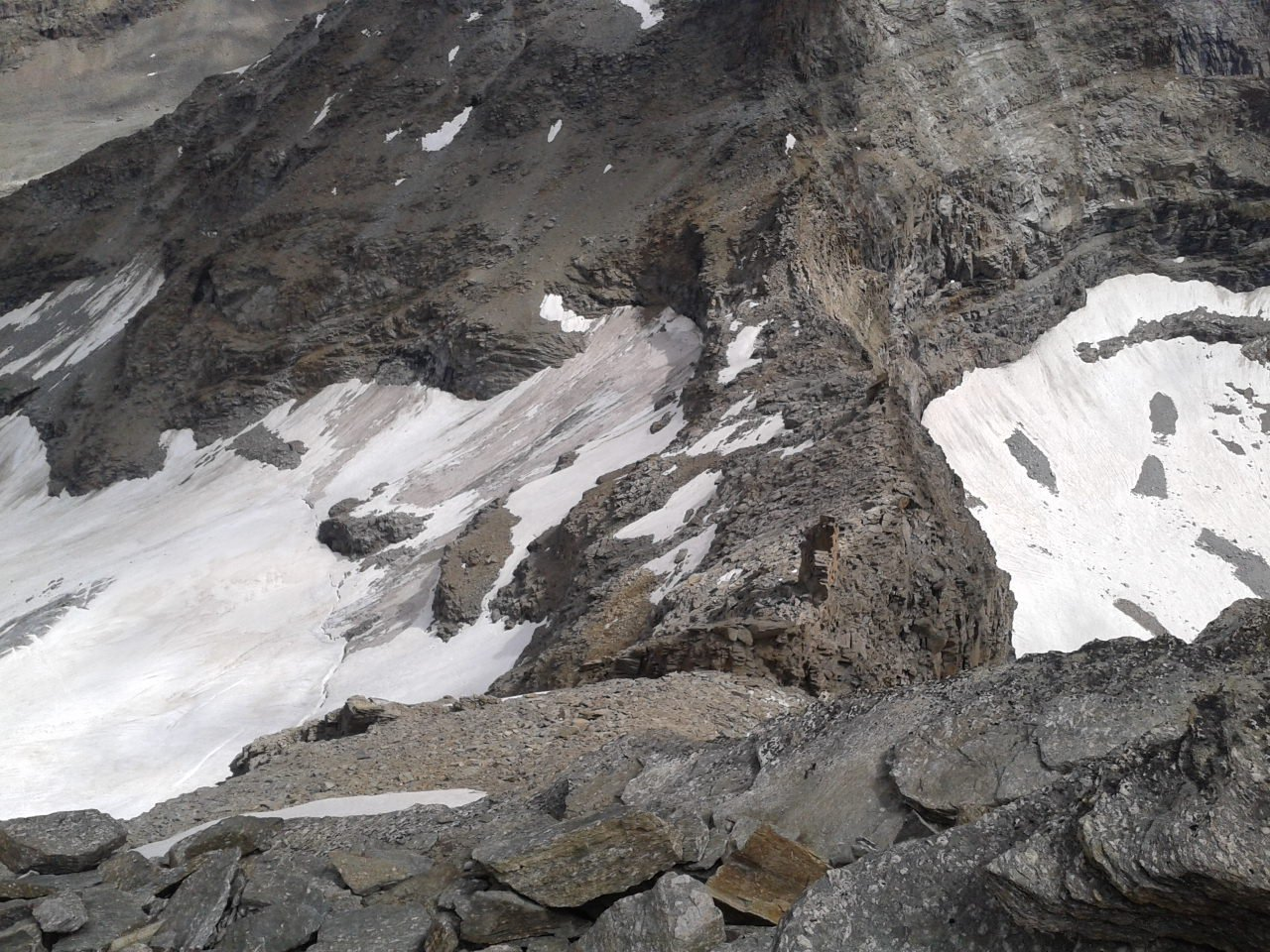 Lo stato sttuale della cresta e del ghiacciaio sotto il  Ciarforon