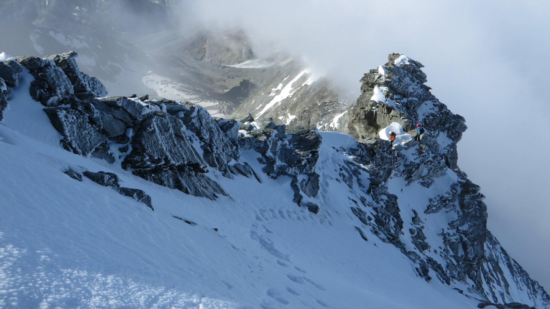 In cresta quasi in uscita verso l'ultimo tratto nevoso