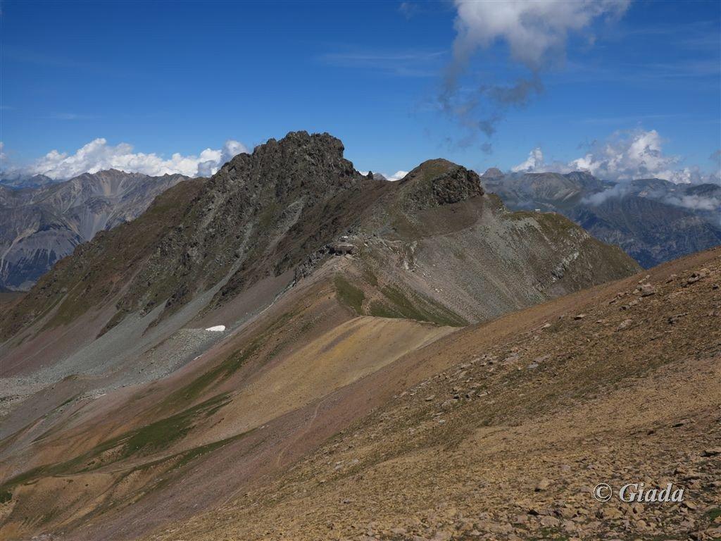 Colle di Panieris con dietro la Testa delle Garbe e il  Monte Peiron