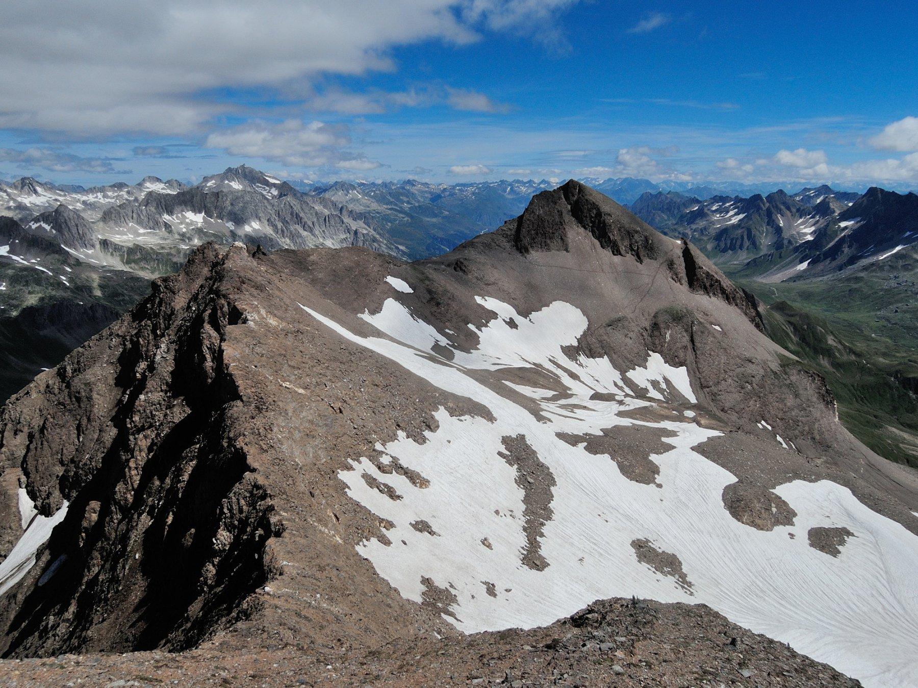Punta di Valrossa vista dalla cima