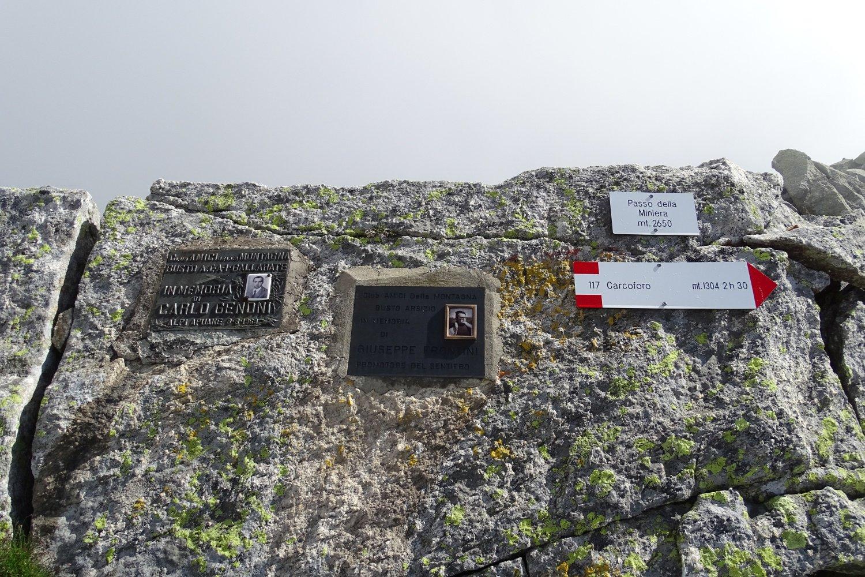 targhe e segnavia al Passo della Miniera