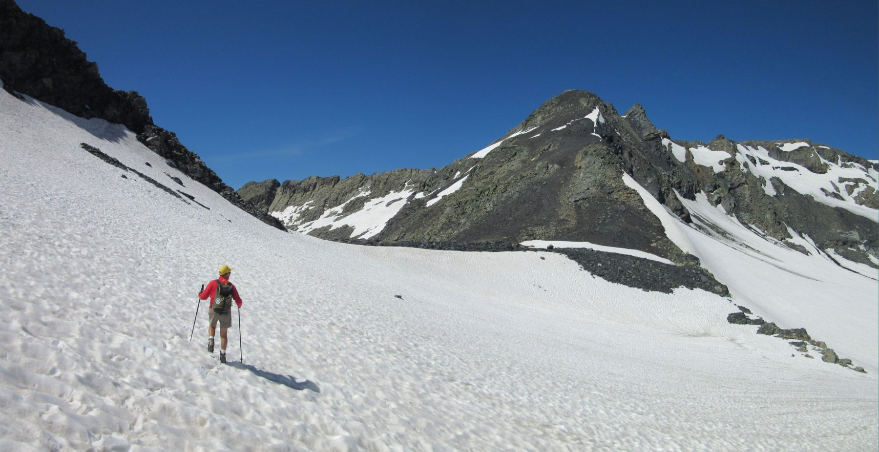 Mettiamo piede sul ghiacciao/nevaio di Arguerey con la ns punta davanti a noi