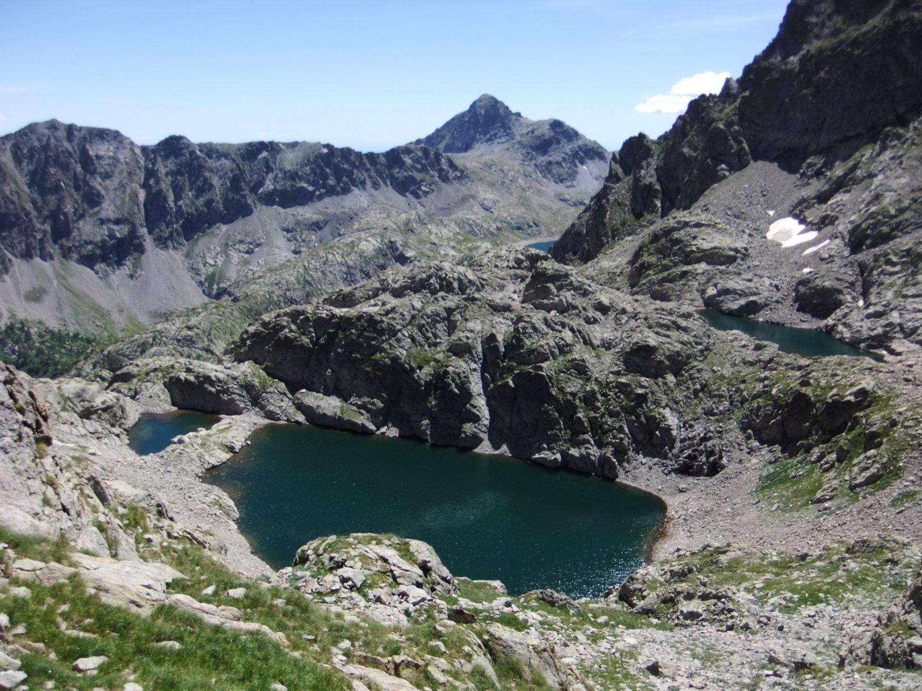 Il Lac Gelè e , sopra a destra , il Lac Lusière