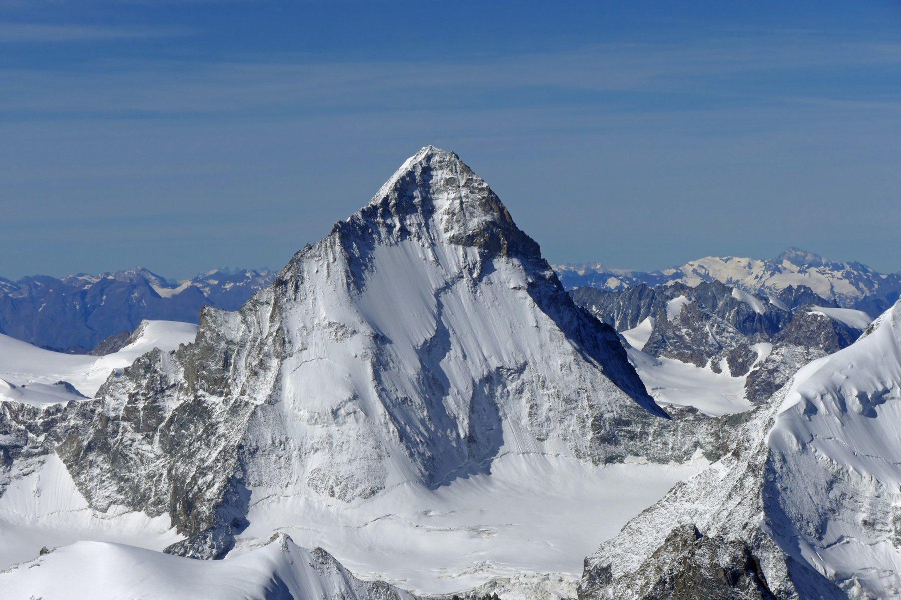 La spettacolare piramide della Dent Blanche 4357 metri