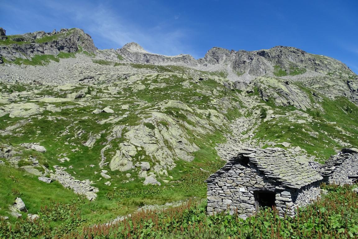 la Punta Fiorèra (al centro nella foto) vista dall'Alpe Cazoli