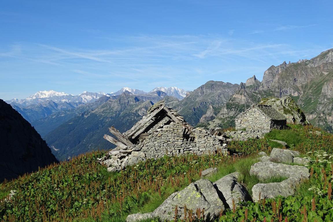ruderi all'Alpe Cazoli