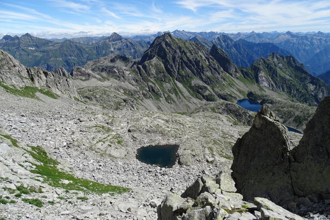 il laghetto senza nome sul versante svizzero