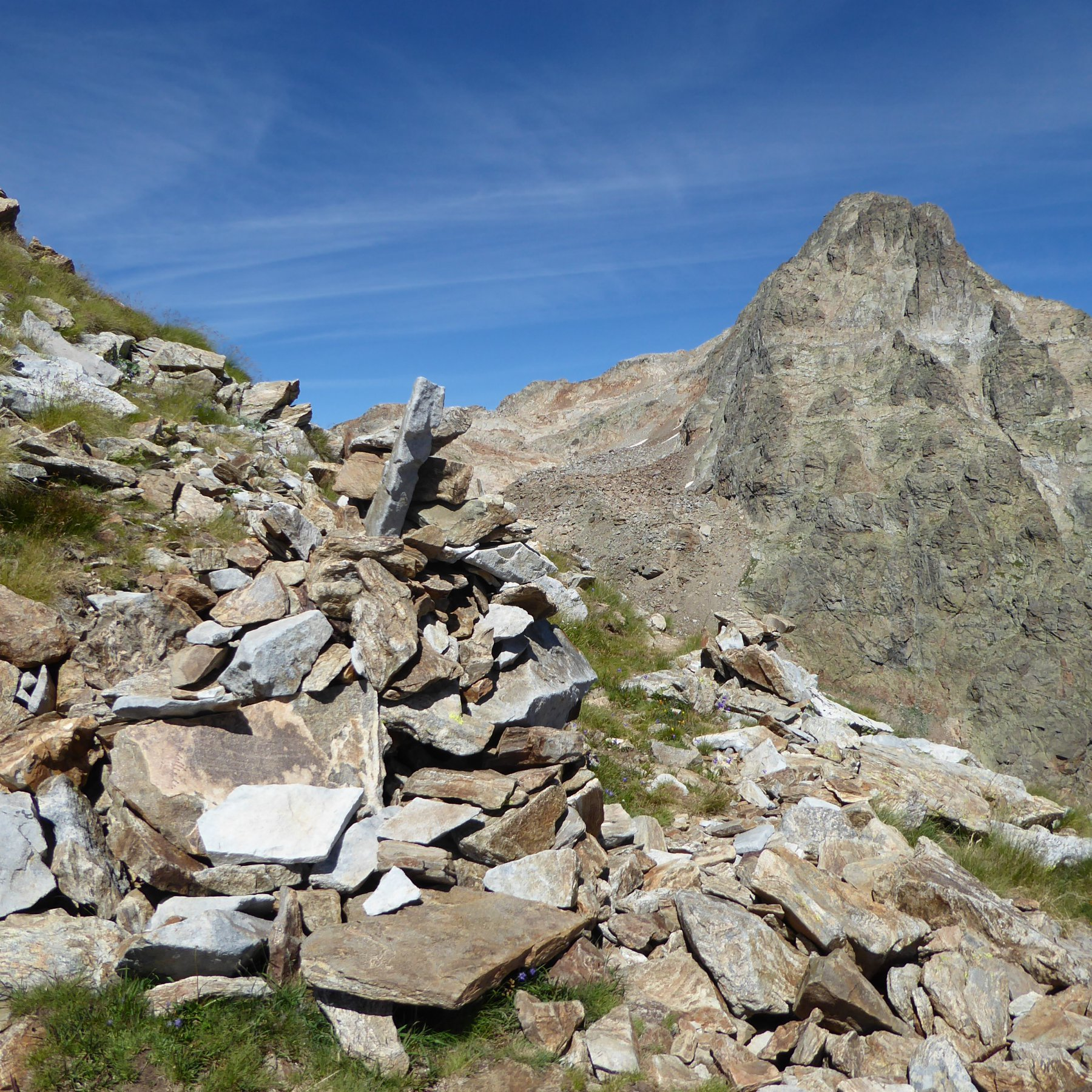 Il grosso ometto a 2780 m in corrispondenza del quale si lascia la mulattiera