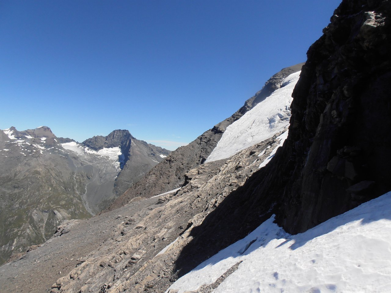 11 - nel canalino di accesso al ghiacciaio